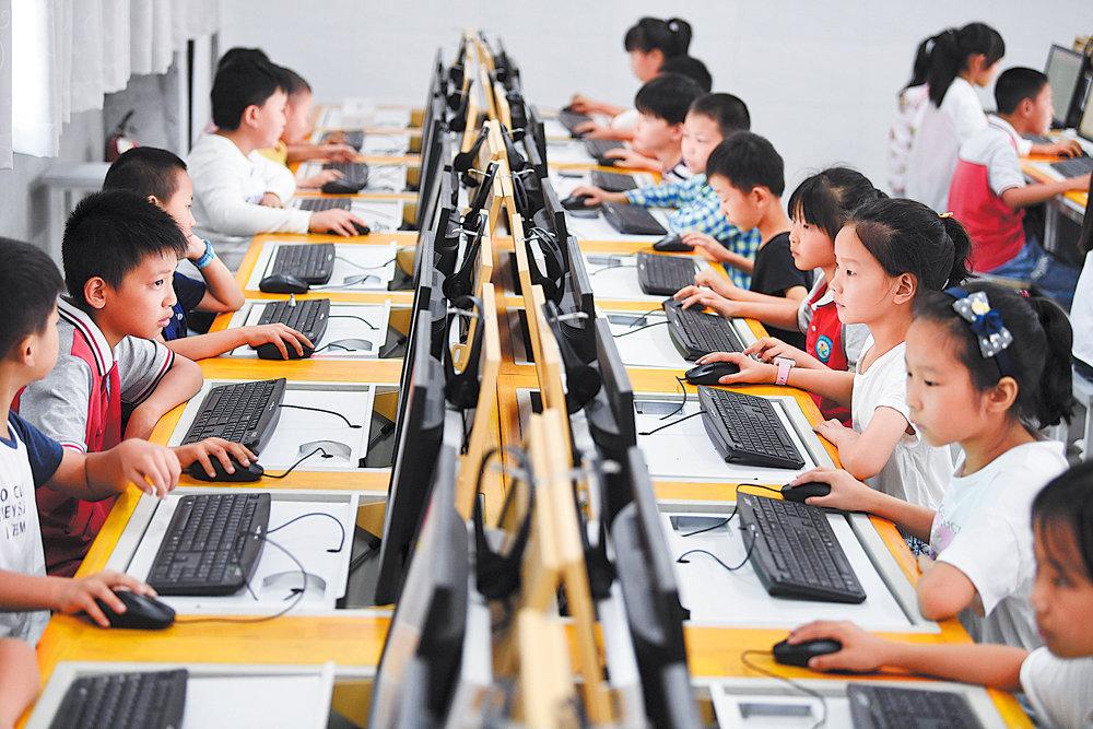 Атакующий собственных гигантов Китай задумал разгромить еще одну индустрию